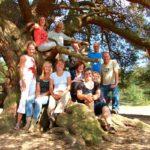 Foto van Louise Barto met deelnemers outdoortraining